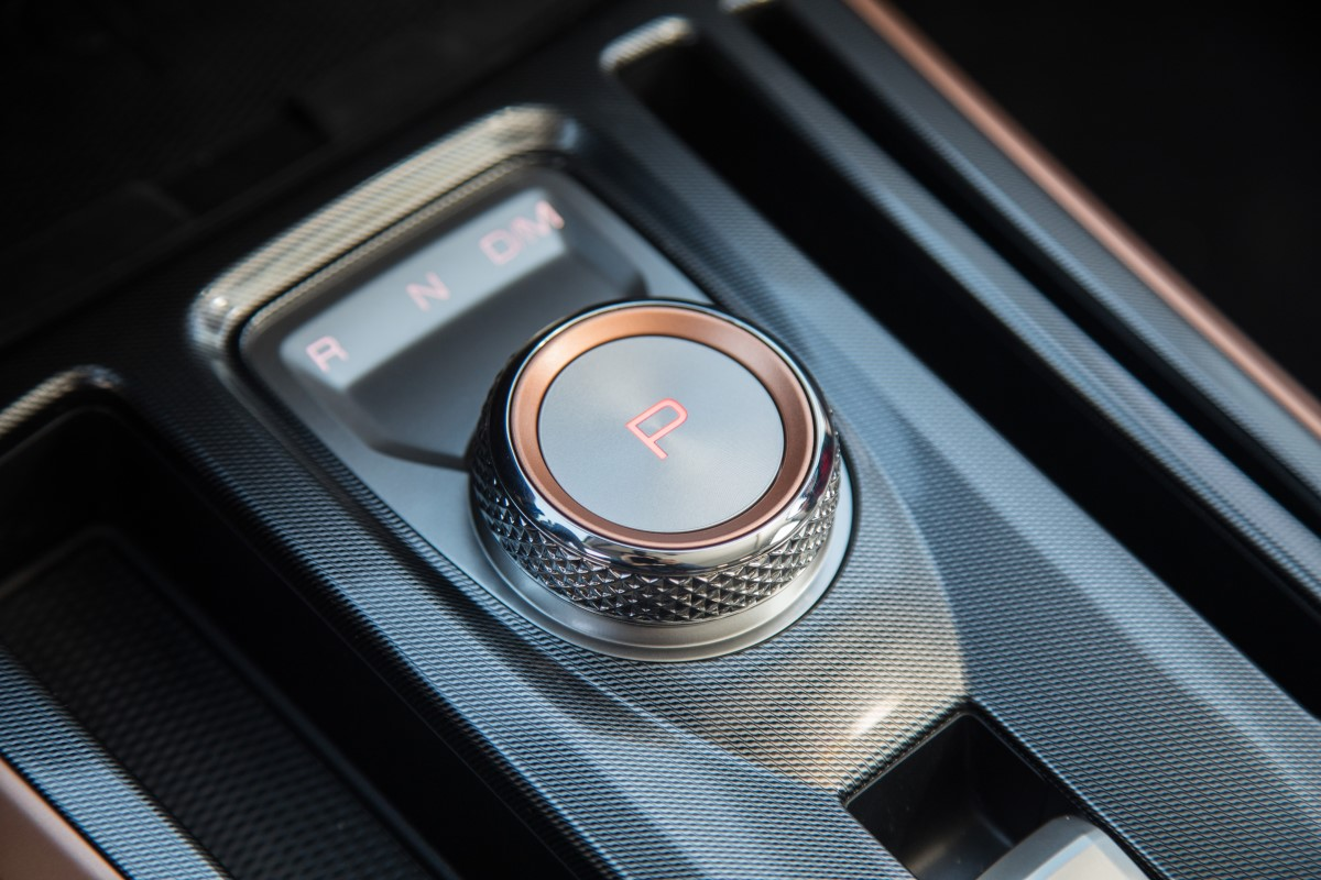 7 DCT with rotary shift gear knob